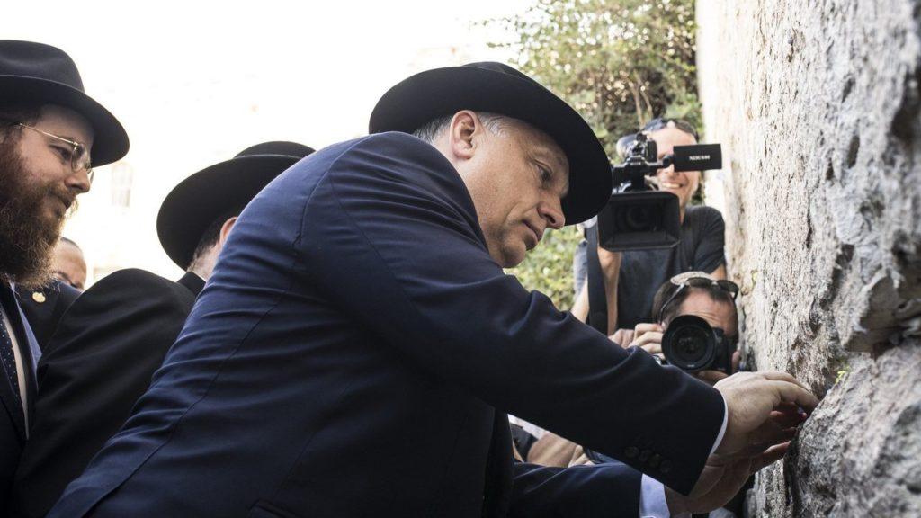 Orbán Viktor a jeruzsálemi Siratófalnál